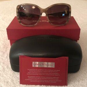 Salvatore Ferragamo Sunglasses SF657SL